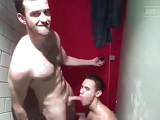 SAUNA SEX bareback blowjob muscle